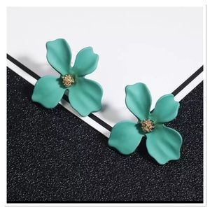 Jewelry - Beautiful Green Magnolia Floral Earrings